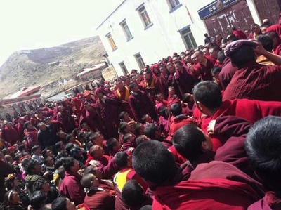degekardzeprotest25kwietnia2012klasztordzogczenkomisariattlummnichow_400