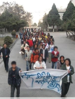 lanzhou16marca2008protestdzieci_400
