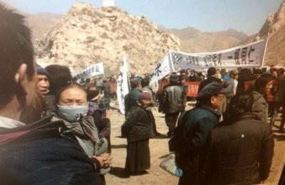 sangczuprotestprzeciwkokonfiskatomziemi16marca2014_400